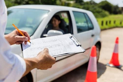 Cómo saber si has aprobado el examen práctico de conducir en España